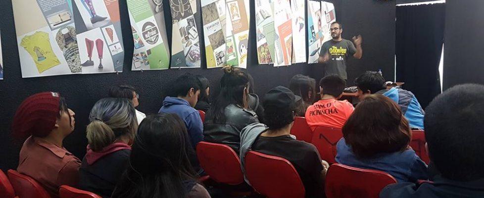 Conferencia en la Escuela Metropolita de Comunicación en QUITO.